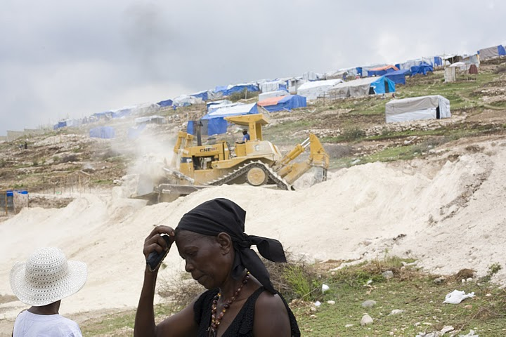 Haiti - bulldozer eviction